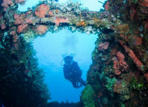 楚克(以前称Chuuk吐鲁克环礁湖)